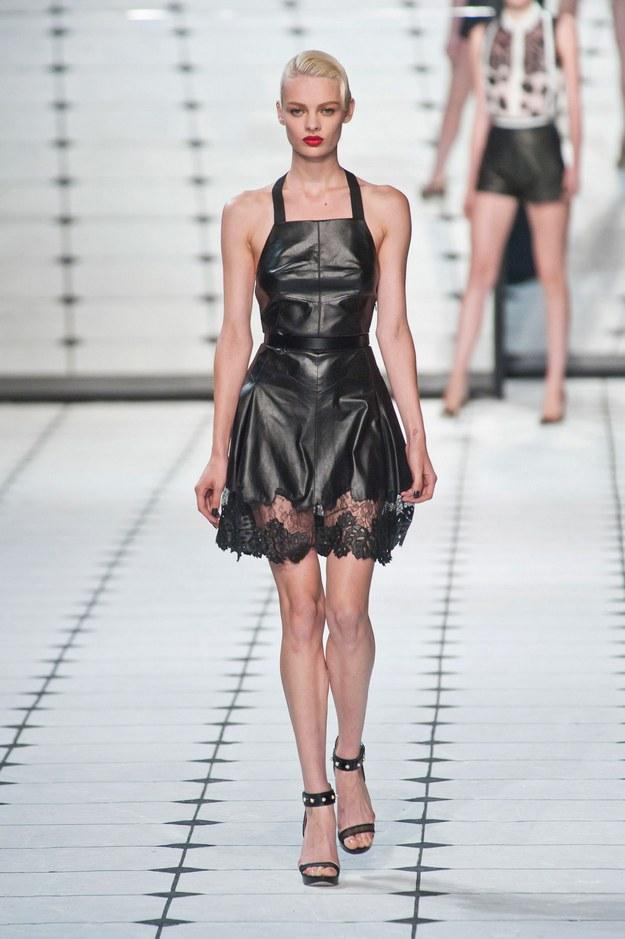 desfile-jason-wu-nova-york-verao2013-103  Analisamos o fascínio da moda pelo fetiche sexual desfile jason wu nova york verao2013 103